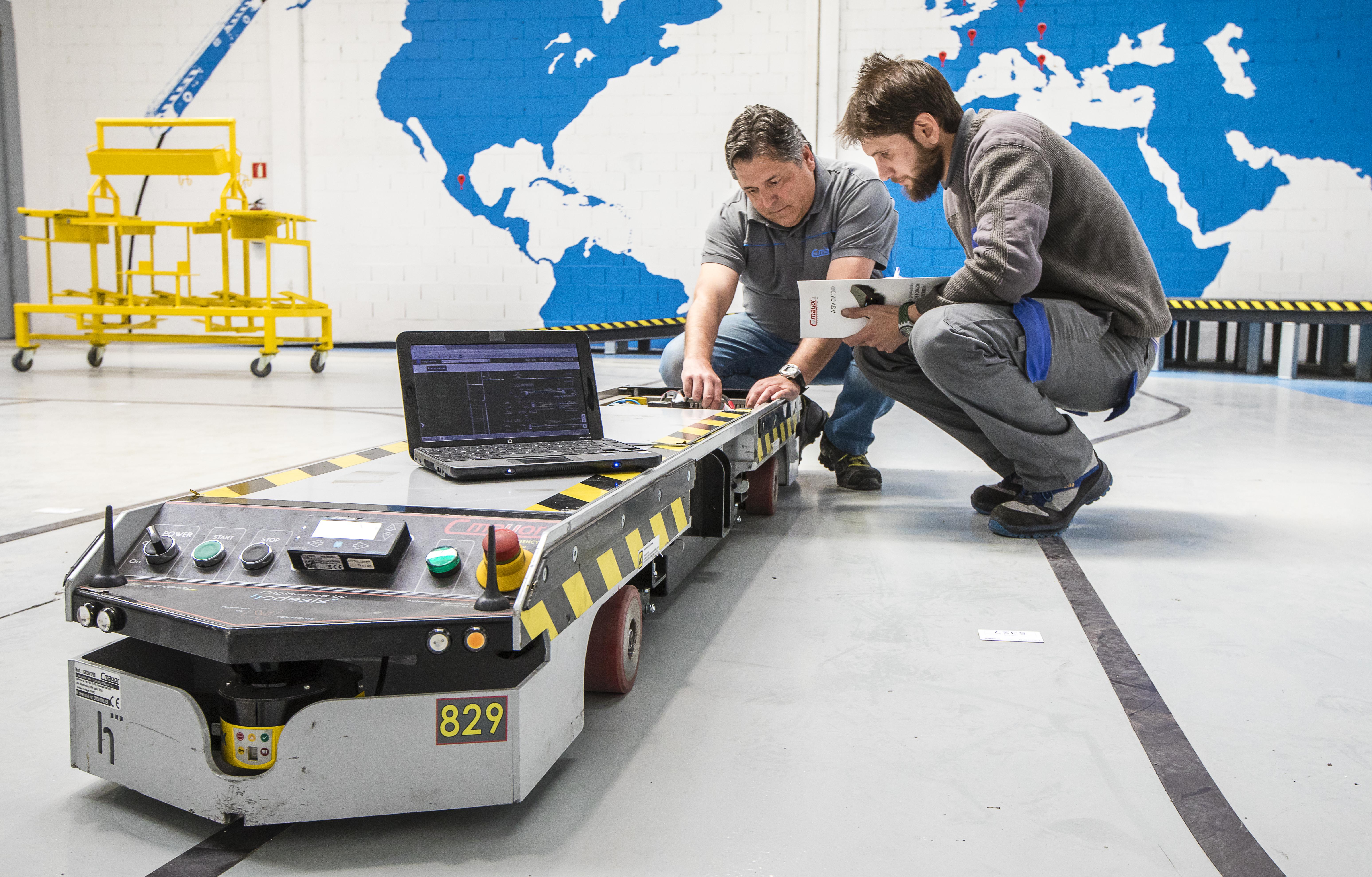 Carretillas Mayor organiza un Taller Práctico de AGVs