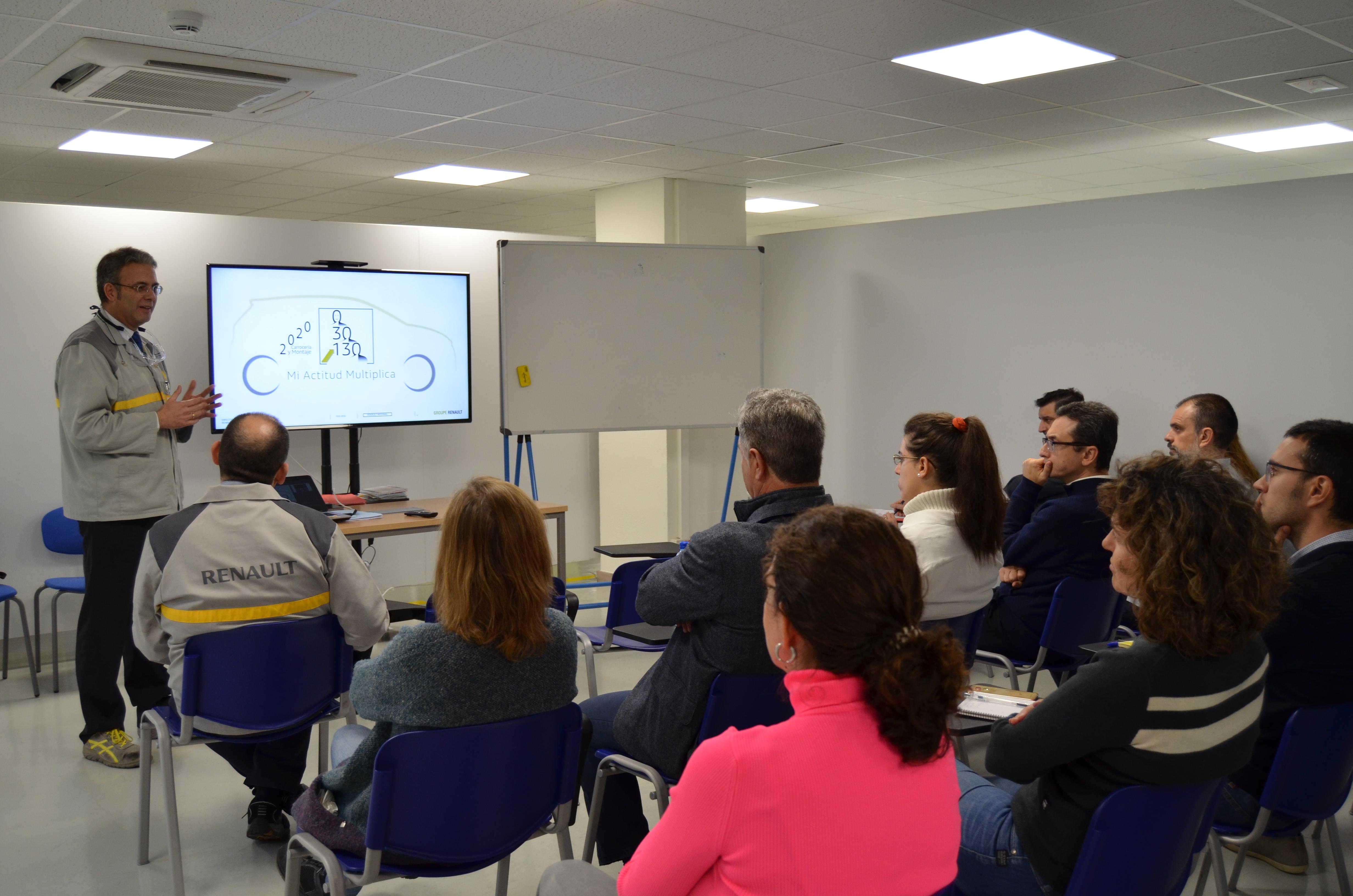 RENAULT muestra a los Socios de Cluster FACYL su Dojo de Capacitación  en Seguridad y Salud Laboral